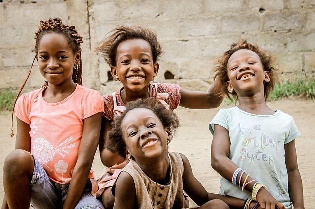 niños africanos felices