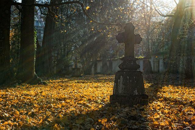 cementerio y cruz