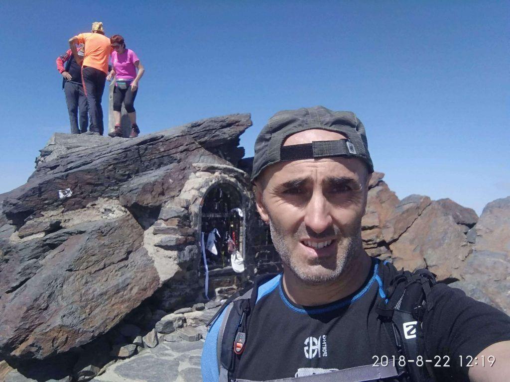 Cima del pico Mulhacen en Sierra Nevada (granada) correr en montaña