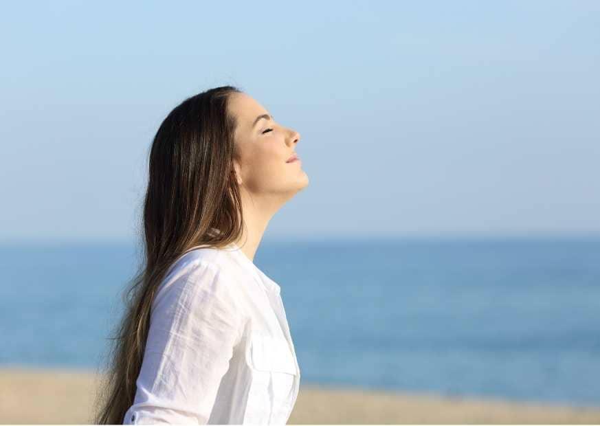 micro habito de respirar profundamente antes de ver el movil