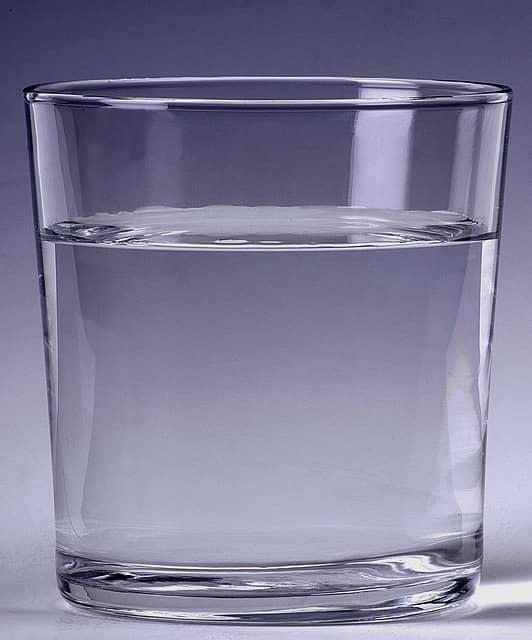 micro habito beber un vaso de agua al despertar