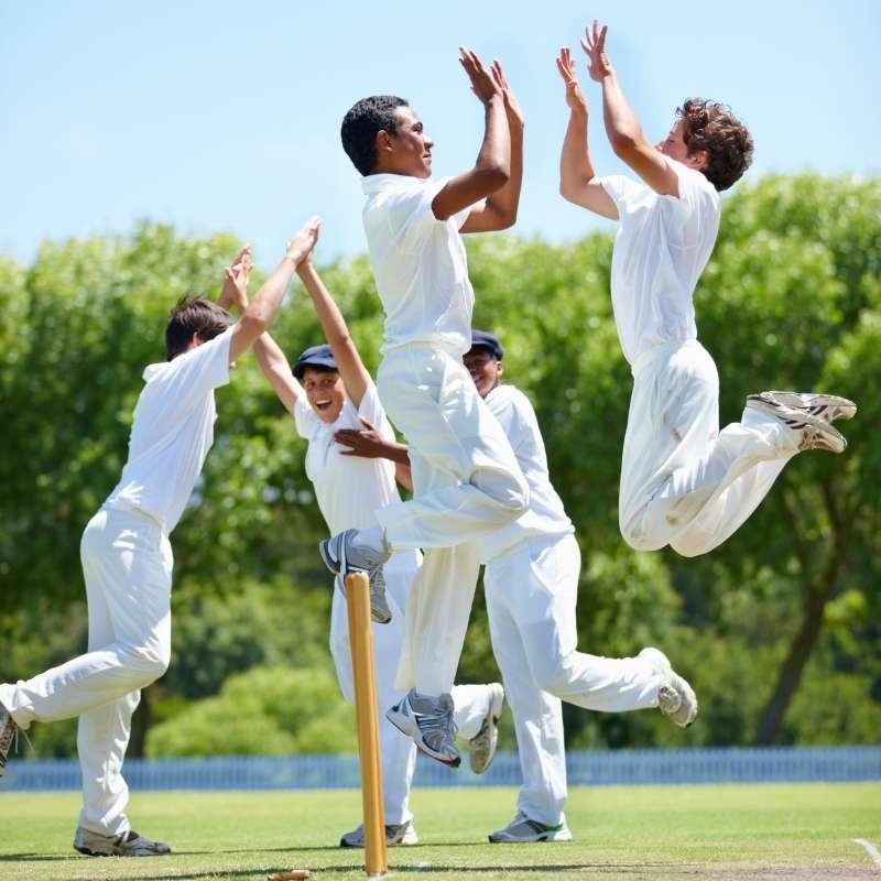 personas divirtiendose haciendo deporte