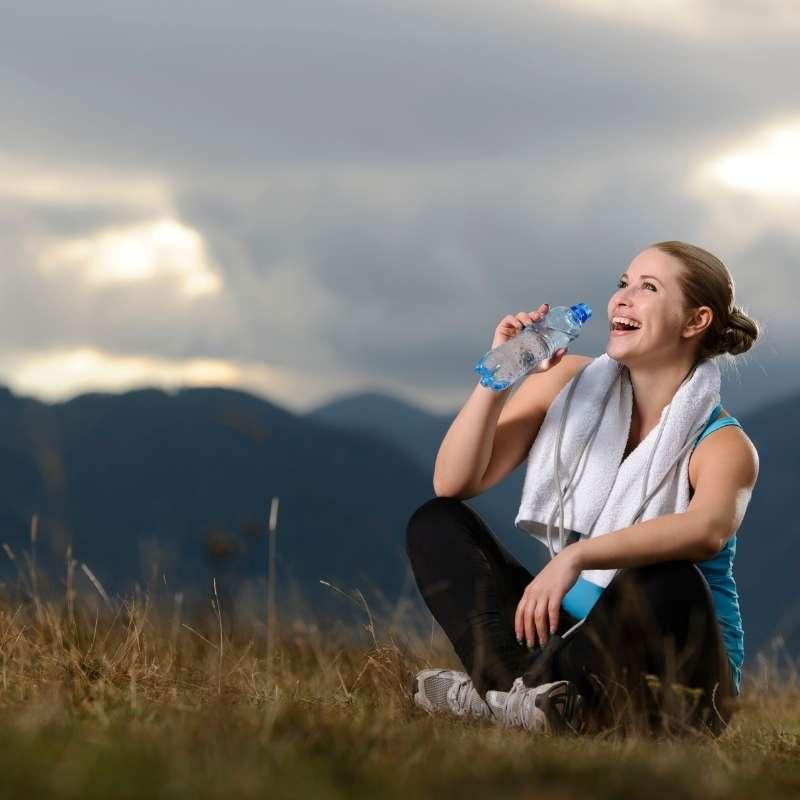mujer alegre y motivada para estar en forma